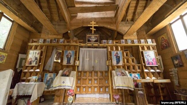 Внутреннее убранство Церкви Воздвижения честного и животворящего креста Господнего