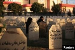 Курдское кладбище жертв бомбардировки бомбами с зарином, сброшенными ВВС Ирака в 1988 году
