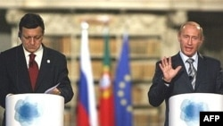 رييس جمهوری روسيه می گوید برنامه سپر موشکی آمريکا در شرق اروپا می تواند موقعيتی مانند «بحران موشکی کوبا» در سال ۱۹۶۰ منجر شود
