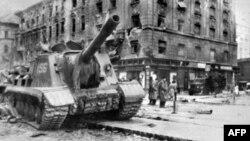 Радянський танк у Будапешті, 1956 рік
