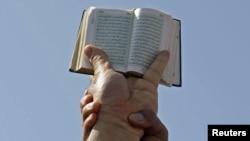 Тунисте салафилер Конституция шариаттын мыйзамдарына негизделишин талап кылышкан митингден, 23-март, 2012