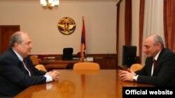 Встреча кандидата в президенты Армении Армена Саркисяна (слева) с президентом Нагорного Карабаха Бако Саакяна, Степанакерт, 9 февраля 2018 г.