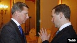 Ռուսաստանի նախագահ Դմիտրի Մեդվեդեւ եւ Կրեմլի աշխատակազմի ղեկավար Սերգեյ Իվանով, արխիվային լուսանկար
