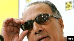 از عباس کیارستمی تا کنون در نزدیک به پنجاه جشنواره جهان تقدیر شده است.