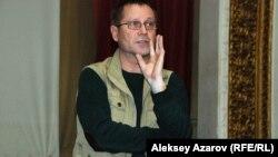 Журналист и правозащитник Сергей Дуванов. Алматы, 27 февраля 2014 года.