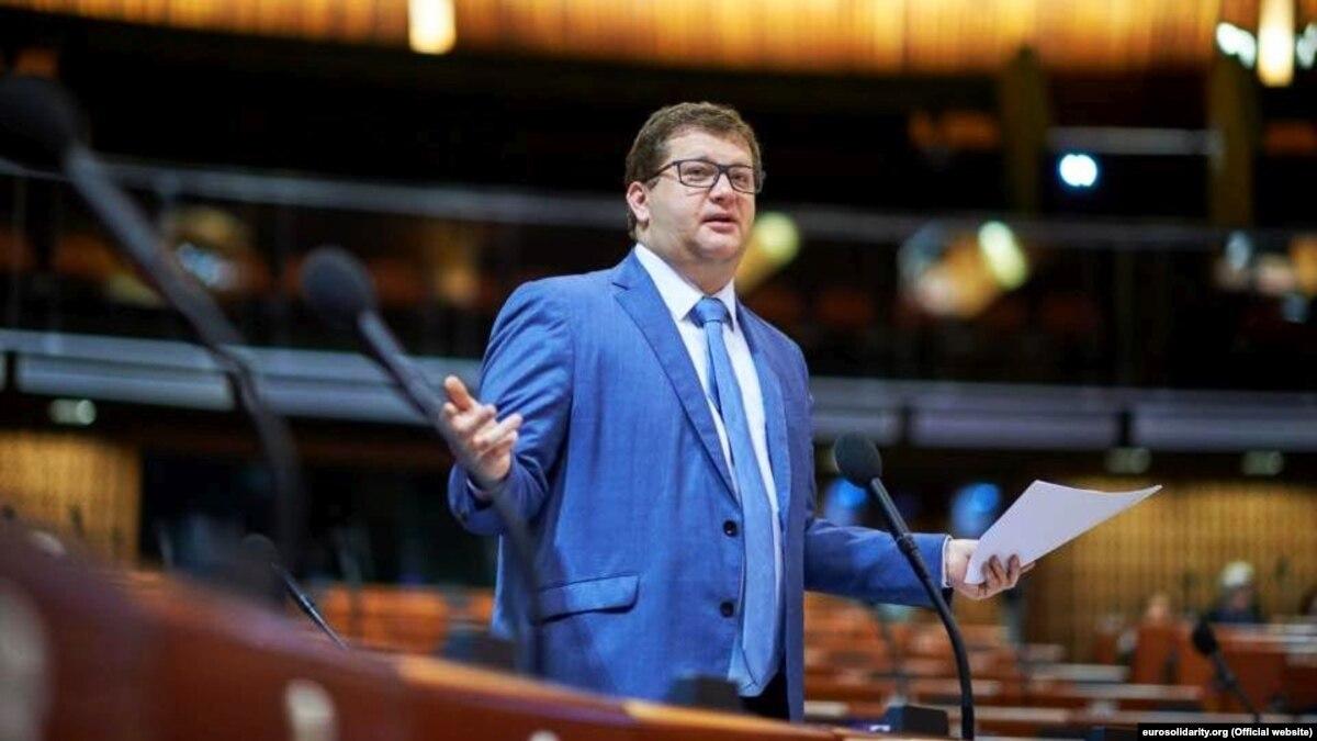 Зеленский отменил указ Порошенко о предоставлении ранга посла Арьеву и Герасимову