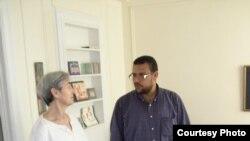 Физиотерапевт Ахмед Рамадан с пациенткой
