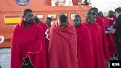 Спасённые испанскими моряками беженцы. Иллюстративное фото.