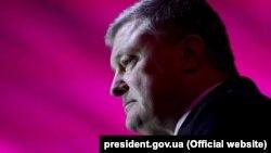 Президент України Петро Порошенко під час поїздки до міста Дніпра, 5 березня 2019 року