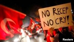 Анкарадагы демонстрациядан бир көрүнүш. 11-июнь, караңгы түшкөндөн кийин.