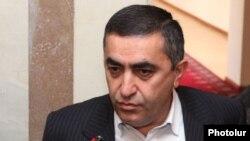 Armenia - Armen Rustamian, a leader of the Armenian Revolutionary Federation, talks to journalists in Yerevan, 21Nov2012.