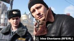 Дмитрий Гудков Ресей қорғаныс министрлігіне қарсы өткен акцияда. Мәскеу, 8 наурыз 2012 жыл.