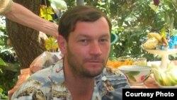Ангренлик ҳуқуқ фаоли Дмитрий Тихонов.