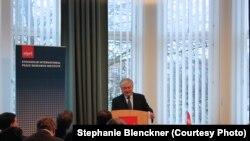 Швеция - Министр иностранных дел Армении Эдвард Налбандян выступает с лекцией в Стокгольмском институте исследования проблем мира, 26 ноября 2014 г.