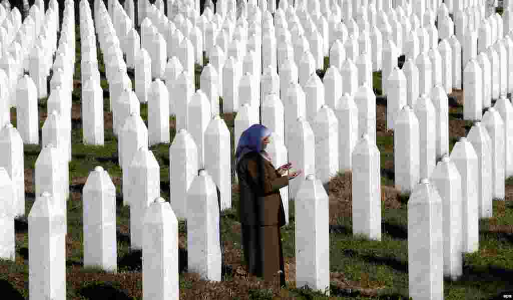 A Bosnian Muslim woman prays at the memorial center for the 1995 massacre on the sidelines of the Srebrenica 2015 Investment and Development Conference in Srebrenica on November 11. (epa/Fehim Demir)