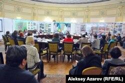 14-й градостроительный форум Казахстана проходил в формате круглого стола. Алматы, 6 декабря 2016 года.