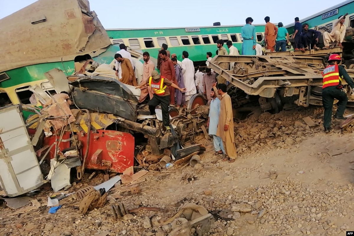 Pakistan Train Crash Kills At Least 23, Injures Dozens