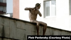 "Russian artist Pyotr Pavlensky slices off his right earlobe on the roof of Moscow's Serbsky psychiatric center to protest the forced psychiatric treatment of dissidents. The stunt, titled ""Separation,"" was meant to denounce Russia's growing use of psychiatry to silence dissidents."