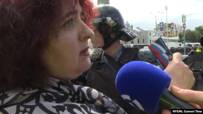 Наталья Тельминова дает интервью сразу после того, как избили ее мужа