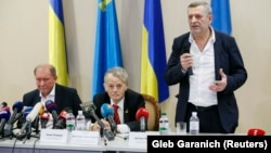 Crimean Tatar leaders Ilmi Umerov (left) and Akhtem Chiygoz (right) appear with Ukrainian lawmaker Mustafa Dzhemilev at a news conference Boryspil International Airport outside Kyiv on October 27.