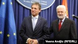 Глава Представництва ЄС в Сербії Вінсент Дегерт і сербський прем'єр-міністр Мірко Цветкович, Белград, 12 жовтня 2011 року