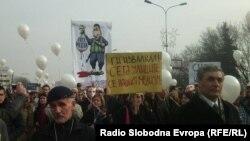 Протест против пресудата од две години затвор за новинарот Томислав Кежаровски.