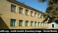 Здание средней школы №50 в Заминском районе Джизакской области.