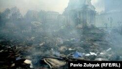 Киевский Майдан после ночных столкновений. Утро 19 февраля