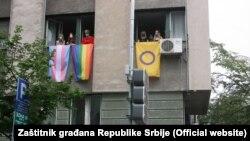 Zastava duginih boja na zgradi Zaštitnika građana u Beogradu