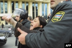 Azerbaijani riot policemen detain protesters in central Baku. (file photo)