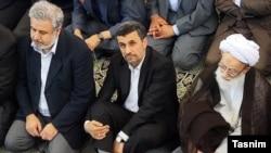 محمد امامی کاشانی (راست) در کنار محمود احمدینژاد