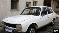 Ахмадинежад выставил свой Peugeot 1977 года выпуска (на фото) на Интернет-аукцион в декабре
