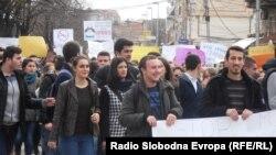 Архивска фотографија - Протест на средношколци во Куманово против задолжително полагање математика на матура.