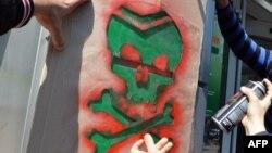 """Украинский символ смерти: """"маленький зеленый человечек"""""""