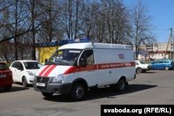 Машына хуткай дапамогі на вуліцах Стоўпцаў