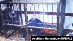 Руслан Күлекбаев сот залында отыр. Алматы, 25 қазан 2016 жыл (Монитордан түсірілген сурет).