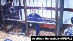 Руслан Күлекбаев сотта отыр. Алматы, 25 қазан 2016 жыл. (Монитордан түсірілген фото)