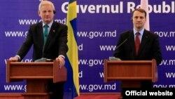 Карл Більдт (л) і Радослав Сікорський