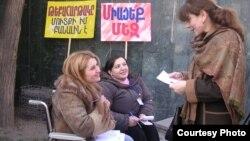 Акция одной из НПО, занимающейся проблемами людей с ограниченными возможностями. Ереван, 3 декабря 2009 года. Иллюстративное фото.