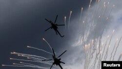 Российские вертолеты Ми-28 во время соревнований в Рязани. Иллюстративное фото.