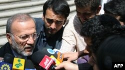 منوچهر متکی در جمع خبرنگاران در تهران