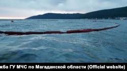 Нефтяное пятно в бухте Нагаева