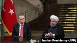Президент Турции Реджеп Тайип Эрдоган (слева) и президент Ирана Хасан Роухани. Тегеран, 4 октября 2017 года.