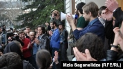 Всю прошлую ночь группа студентов ТГУ провела в здании первого корпуса. Накануне после шумной акции протеста было решено отложить проведение выборов канцлера – второго по значимости после ректора человека в вузе