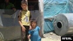 عائلة عراقية مهجرة في مخيم قلاوة في السليمانية تبحث عن الامان