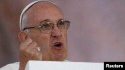 Neki ljudi se, kada je u pitanju korupcija, ponašaju kao da je u pitanju droga, poručio papa Franja