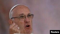 """Papa """"svom snagom preklinje"""" lidere da poštede """"civile i posebno decu"""""""