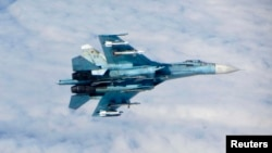 Россиянинг Су-27 қирувчи сaмолёти парвозда.