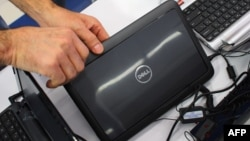 В итоге Dell продавала свои компьютеры значительно дешевле, чем конкуренты, и доля компании на РС-рынке стремительно расширялась