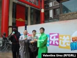 Valentina Ursu pe o stradă la Macau